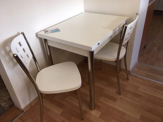 Jedálenský stôl - Cena po zľave 119 EUR (3 100 Kč). Stolička (84x39x39 cm - v,š,h) - Cena po zľave 61 EUR (1 580 Kč)
