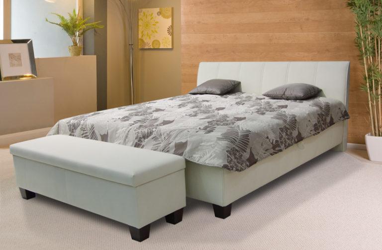 Manželská celočalúnená posteľ s úložným priestorom a roštami