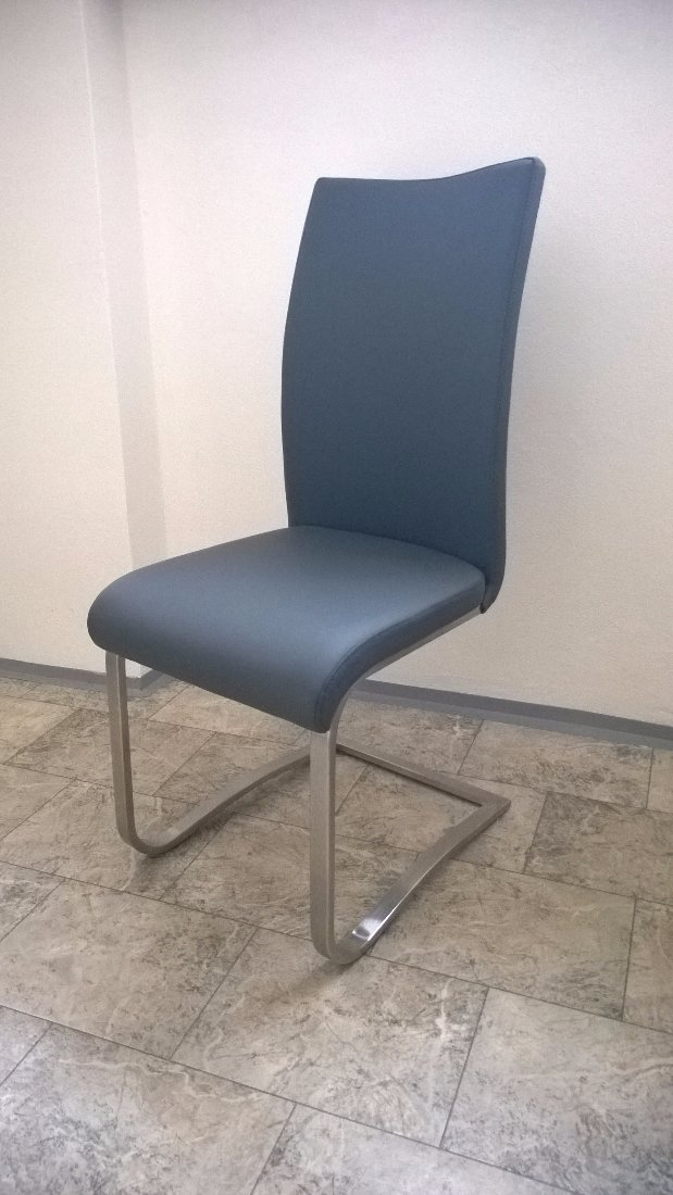 Stoly, stoličky