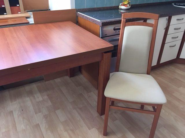 Stolička (100x46x40 cm - v,š,h) - Cena po zľave 61 EUR (1 570 Kč). Jedálenský stôl - Cena po zľave 192 EUR (4 990 Kč)